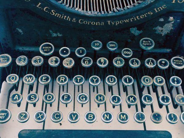 Escritores famosos que no empezaron como escritores