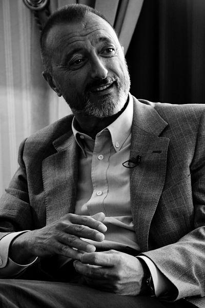 Arturo Perez Reverte escritores famosos españoles actuales