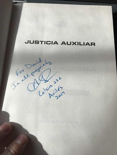 Justicia Auxiliar de Ann Leckie firmado en el Celsius 232